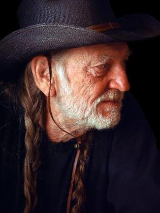 WILLIE NELSON (facebook)